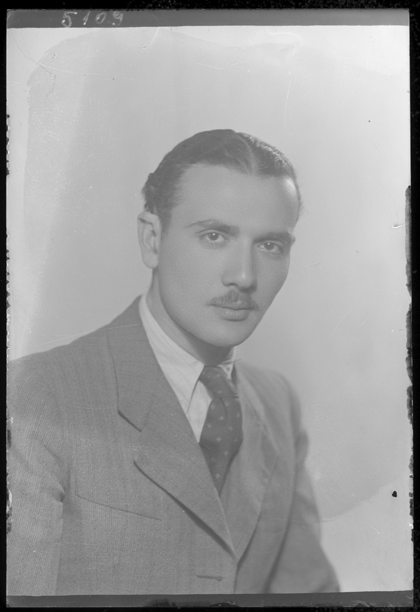 Studio portrait of Laszlo Schvartz.