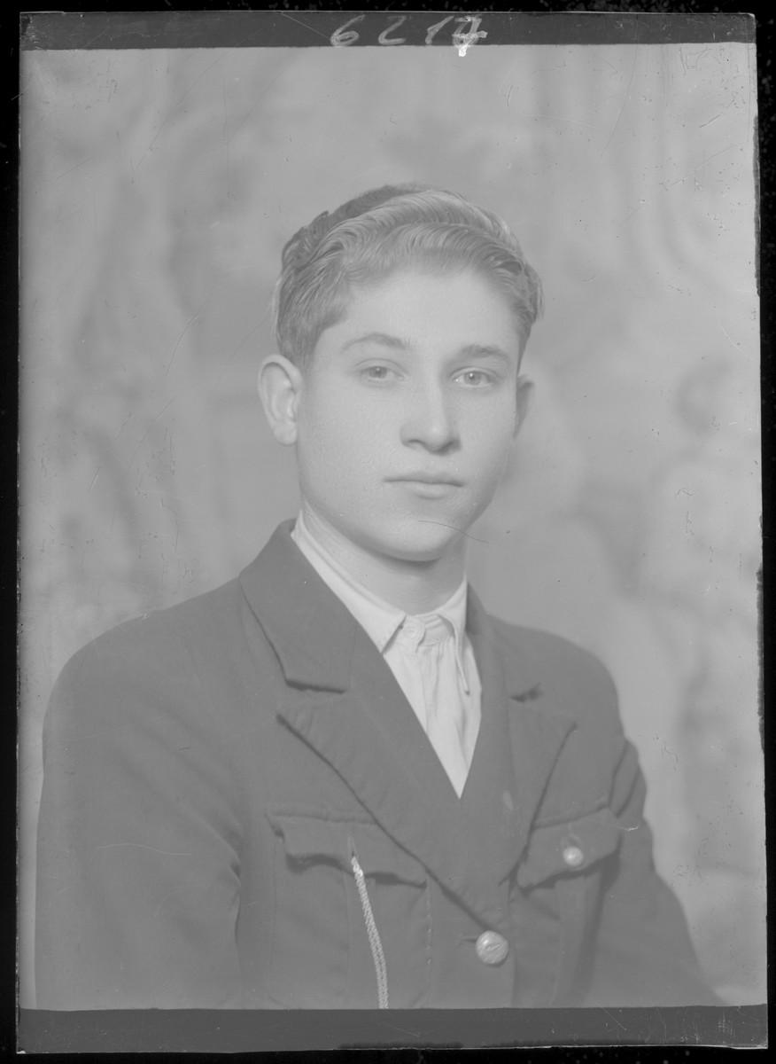 Studio portrait of Gyula Schlesinger.