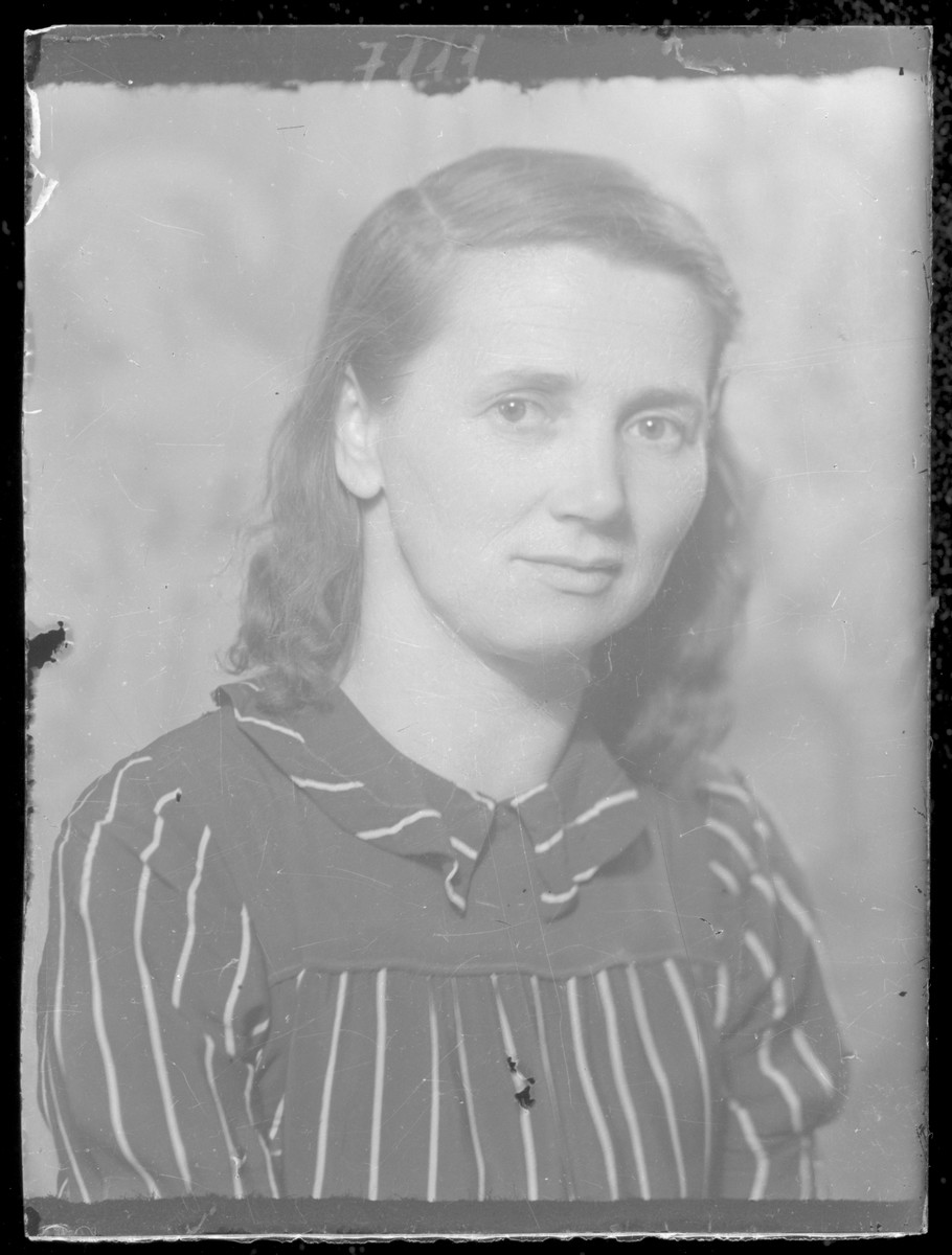 Studio portrait of Jenone Reizfeld.