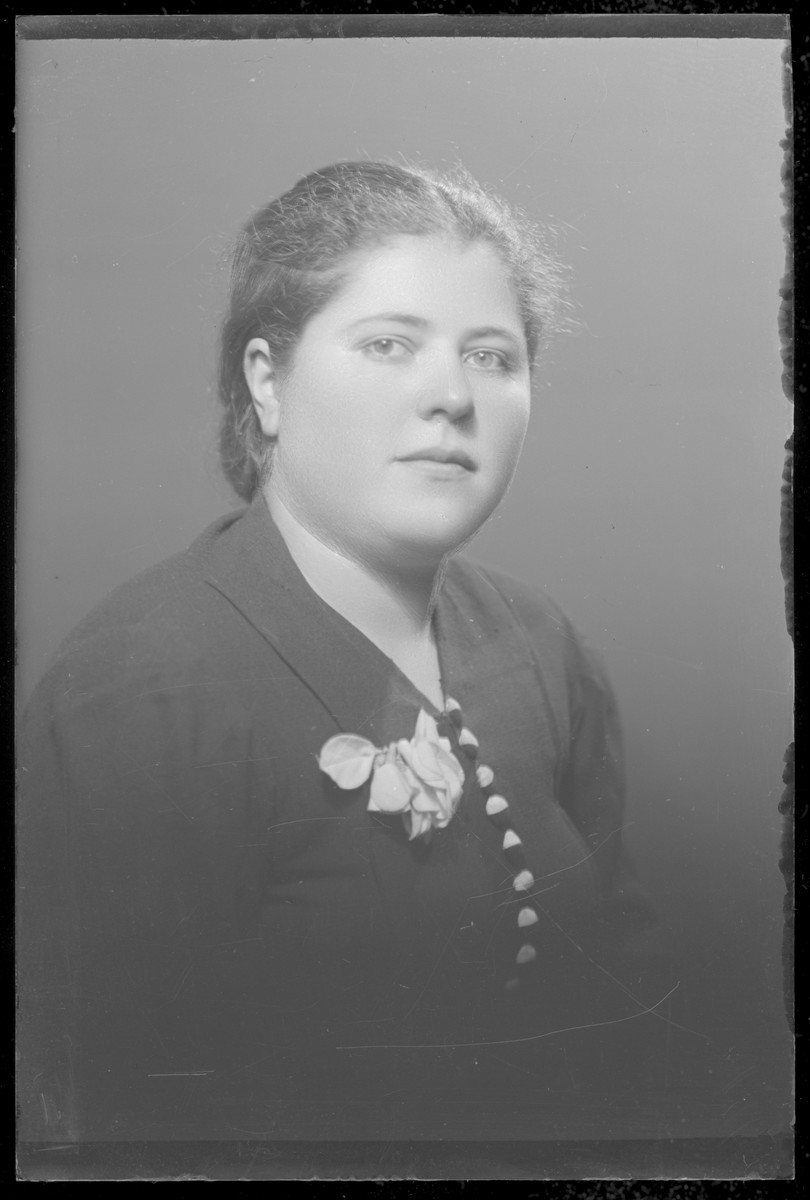 Studio portrait of Moriska Salamon.