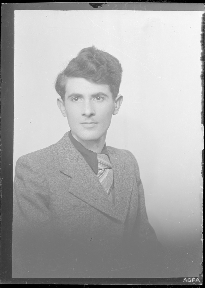 Studio portrait of Jeno Reizfeld.