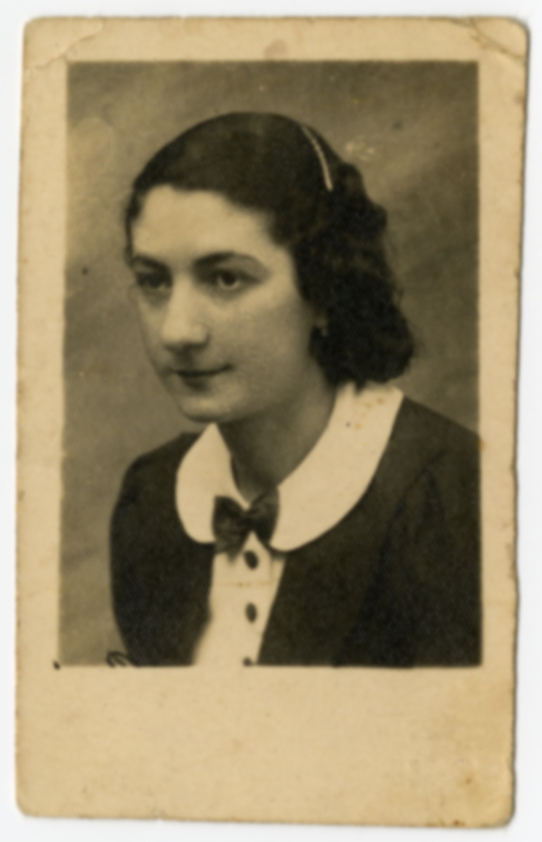 """Studio portrait given to Fela Zyndorf by her friend Rosa Guterman as a memento to the """"difficult day of  lager parting."""""""