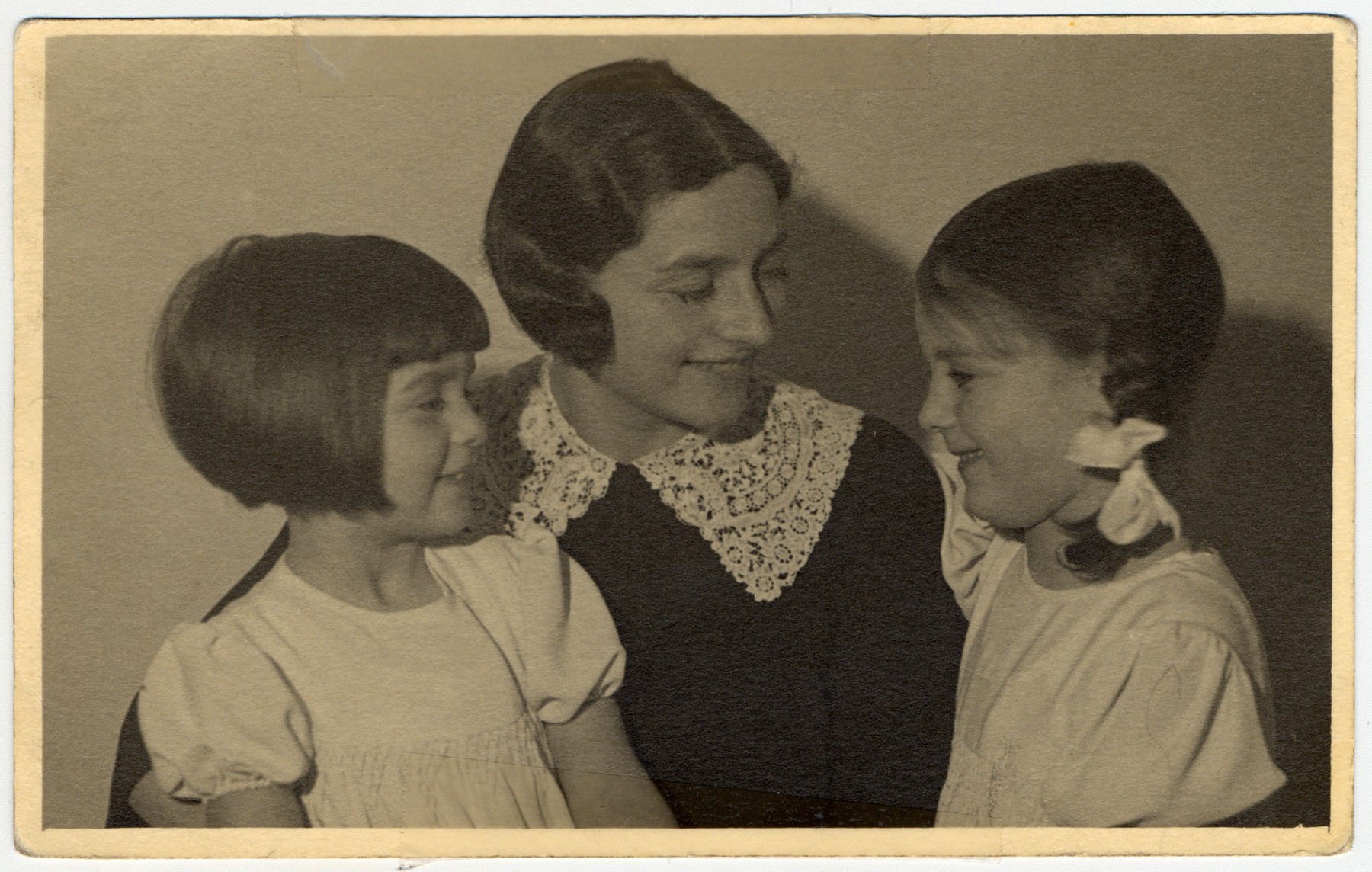 Studio portrait of Elisabeth Sonheimer and her two daughters, Hannah and Marian.