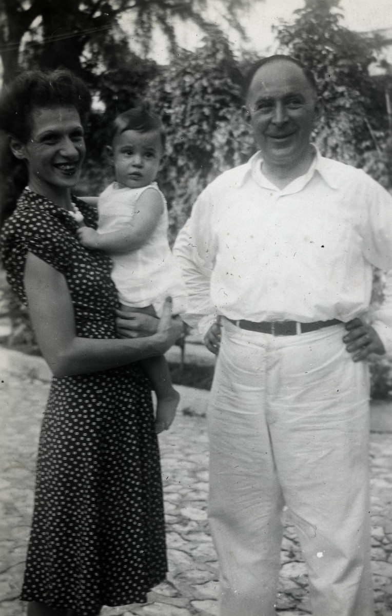 Close-up portrait of the Meinberg family, German-Jewish refugees in Haiti.
