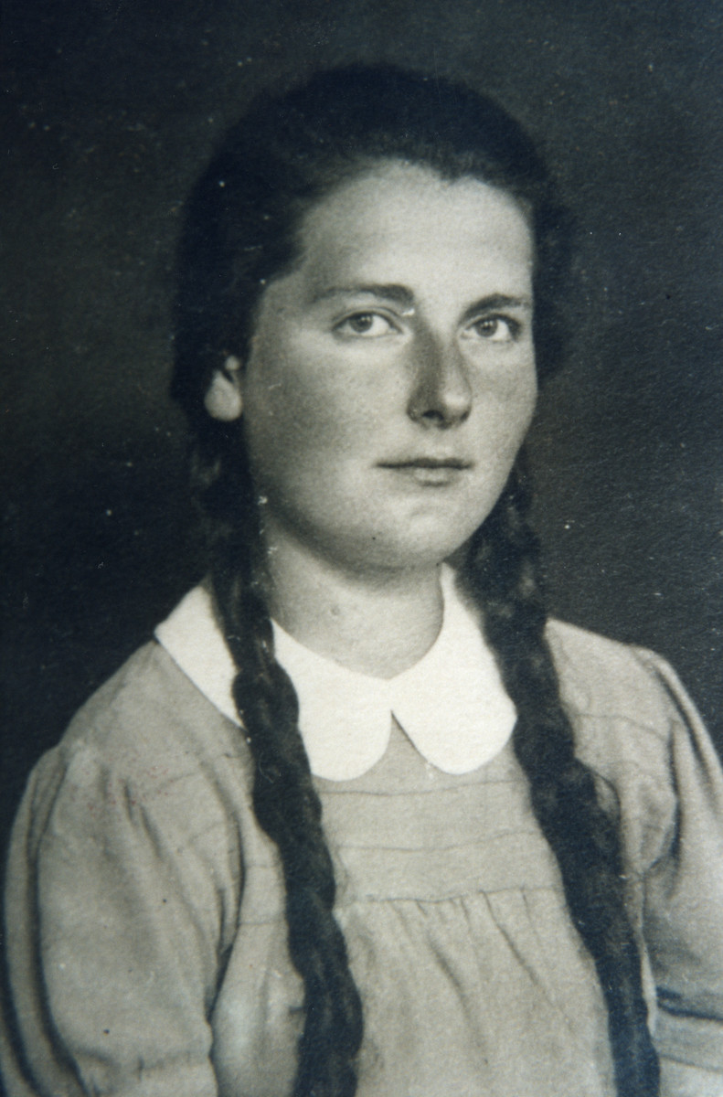 Portrait of Bronka Klibanski, a resister in the Bialystok ghetto.