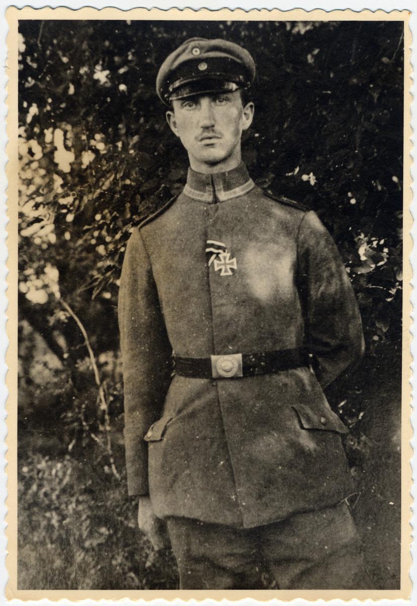 Close-up portrait of Erwin Heilbronner, a German-Jewish soldier in World War I, wearing an Iron Cross.