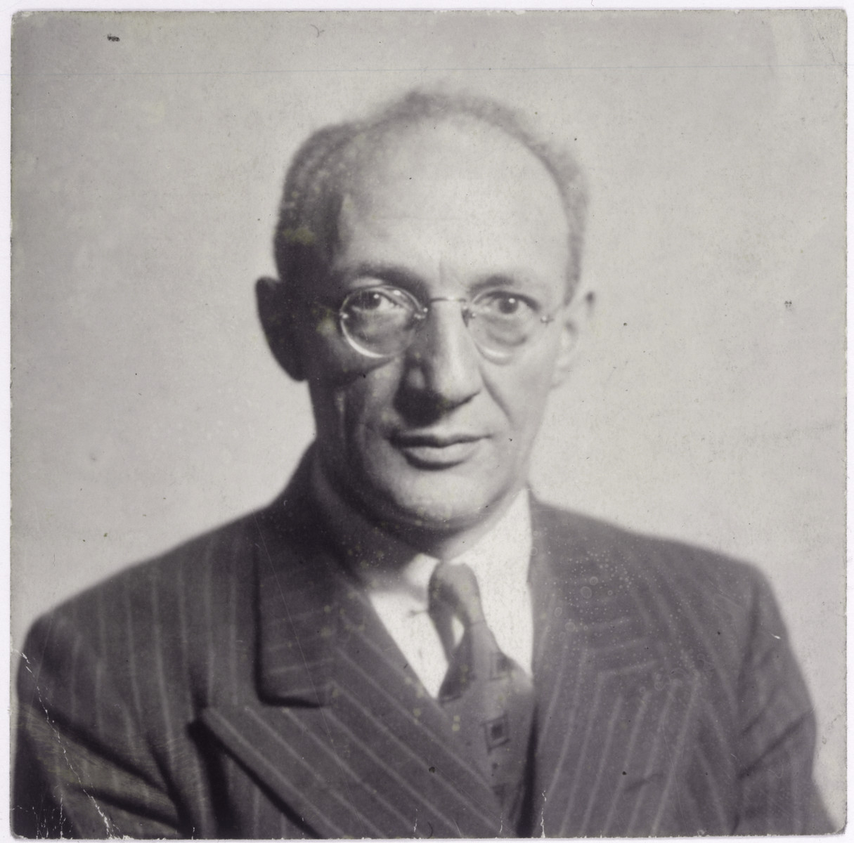 Boruch Szefner, the father-in-law of Markus Nowogrodzki.  Boruch Szefner was president of the prewar Yiddish  Writers' Union in Warsaw and parliamentary correspondent  for the Folkszeitung.  He was evacuated to Vilna with the Polish parliamentary staff and was on the Jewish Labor Committee list to receive a U.S. visa.  However, after the Soviet take-over of Lithuania, he had to hide under the assumed name of Braude because he was sought by the N.K.V.D.  He came to Japan on a Sugihara visa and went from there to the United States where he was a staff writer for the Jewish Daily Forward.  His wife, Dr. Helena Szefner, taught in the underground high school of the Warsaw ghetto and worked in the Szulc factory  before escaping to the Aryan side.  She survived the war and joined her husband in New York.
