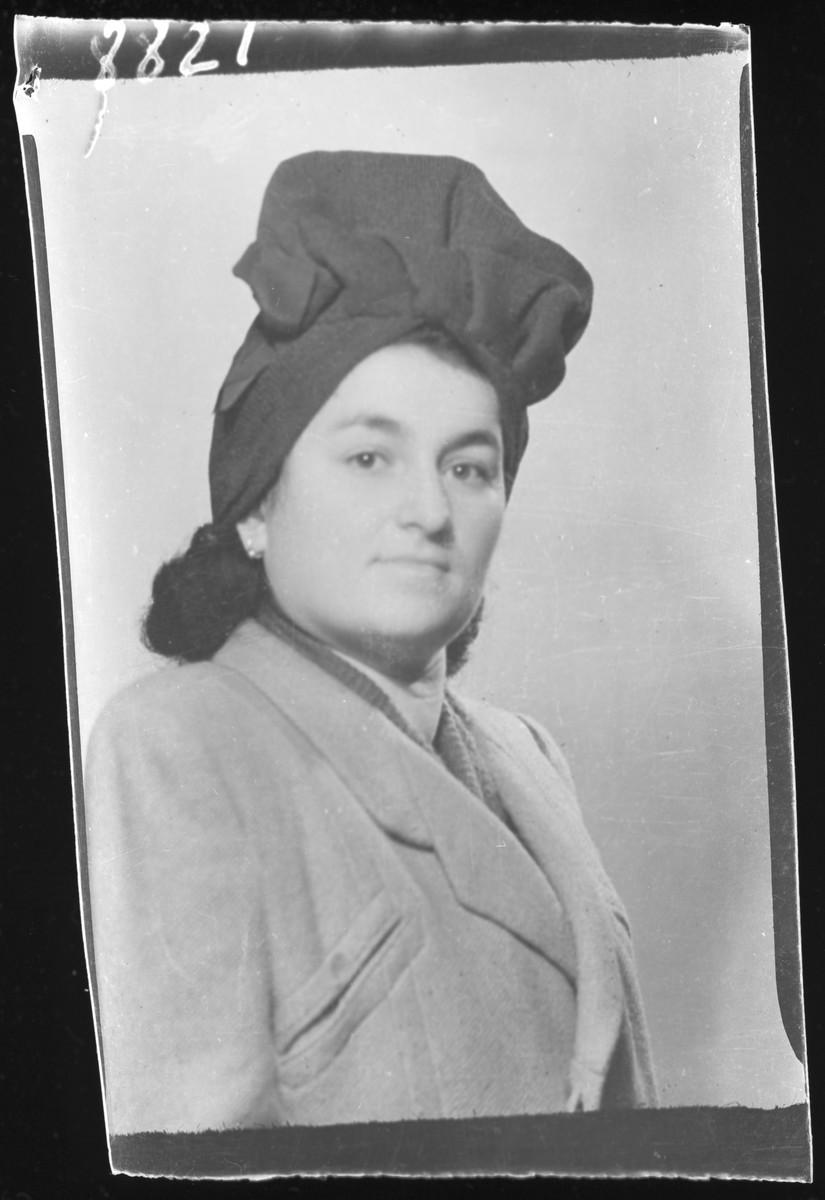 Studio portrait of Zeligne [Mrs. Zelig] Zeiger.