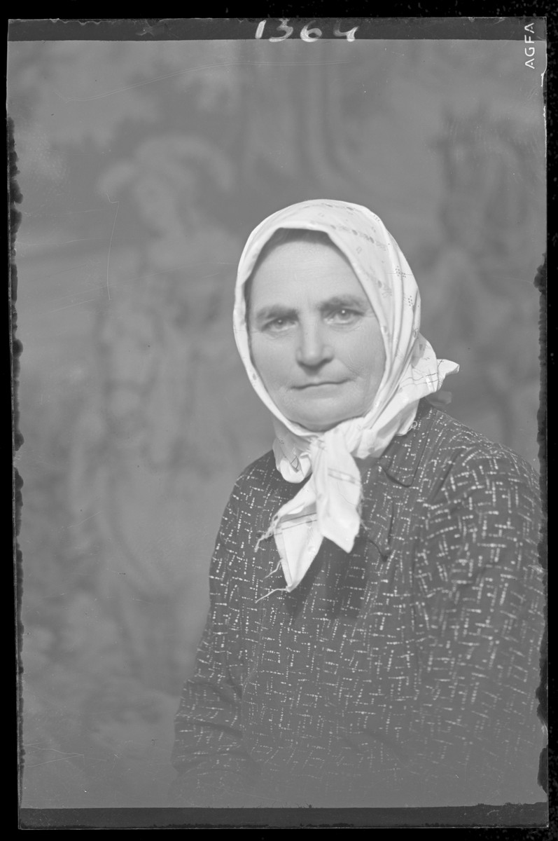 Studio portrait of Maerna Weisz.