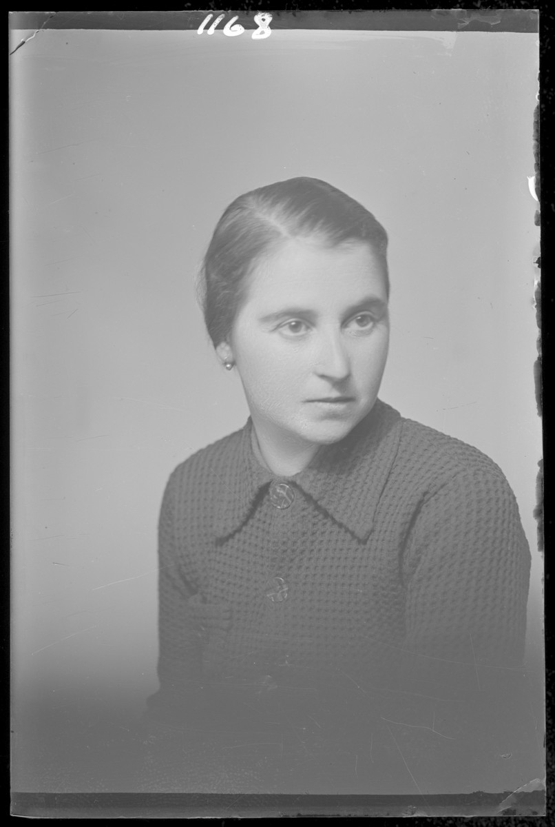 Studio portrait of Belane Vigdorovits.