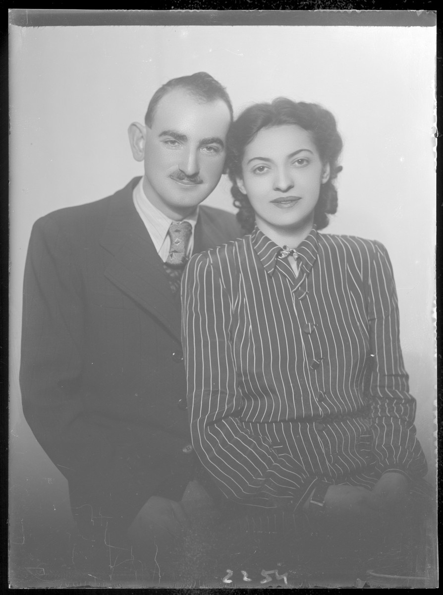 Studio portrait of Samu Weisz and [either his wife or fiancee].