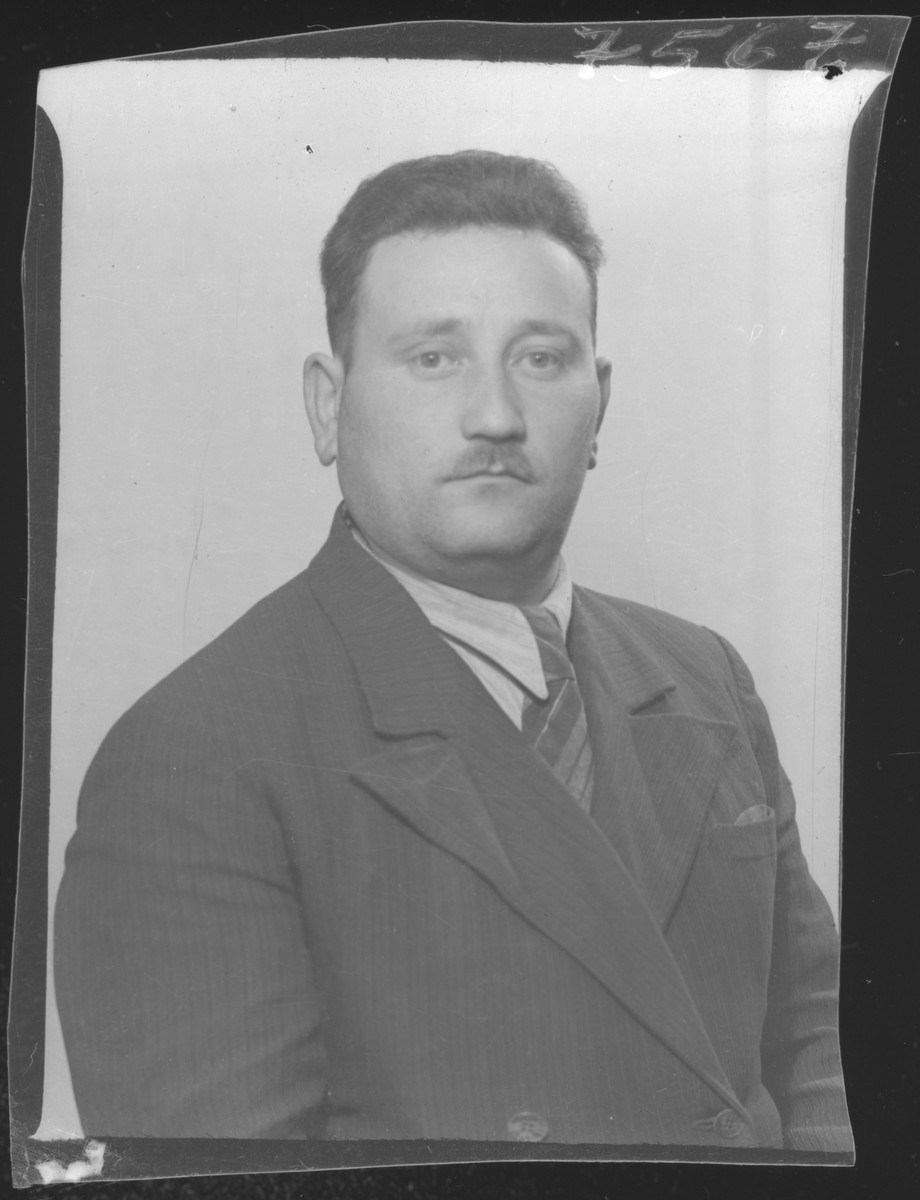 Studio portrait of Zelig Zeiger.