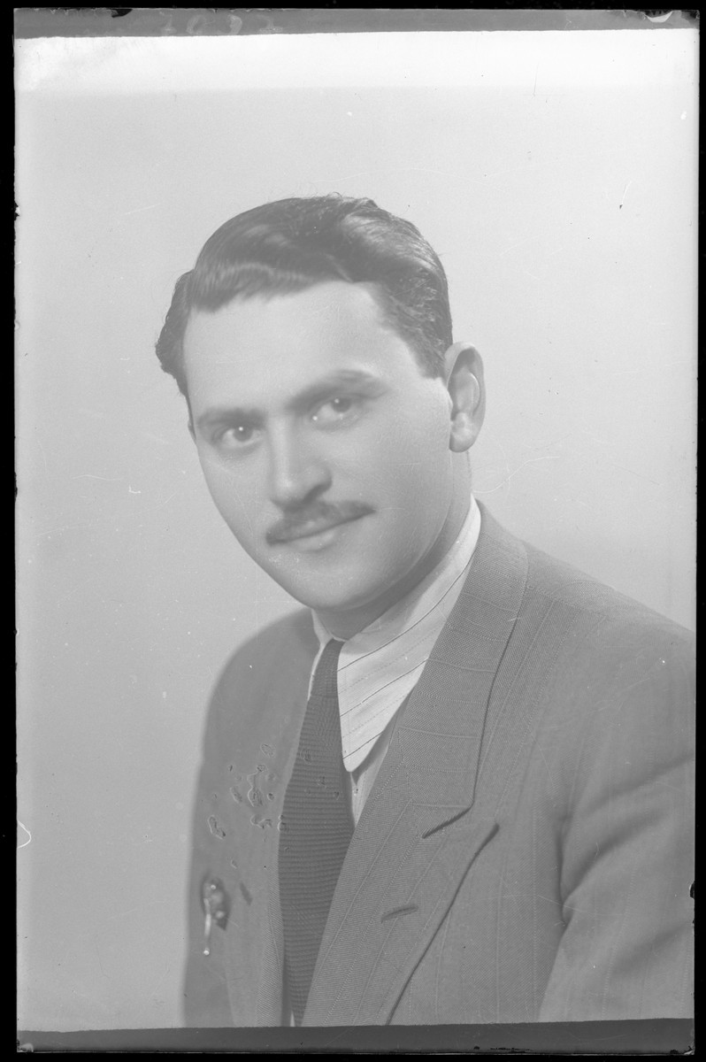 Studio portrait of Tib Wertheimer.