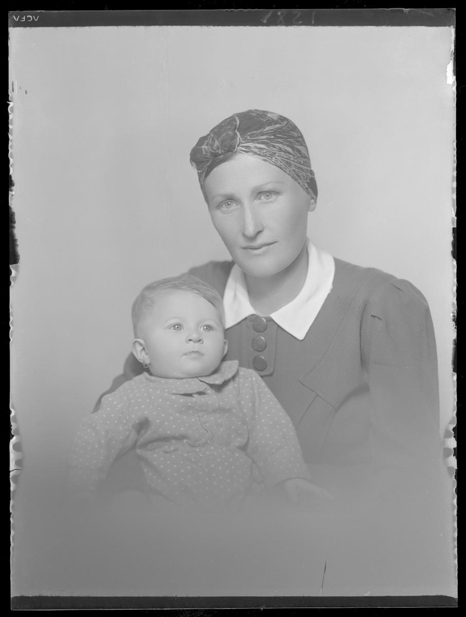 Studio portait of Joszefine Lebovits holding her infant.