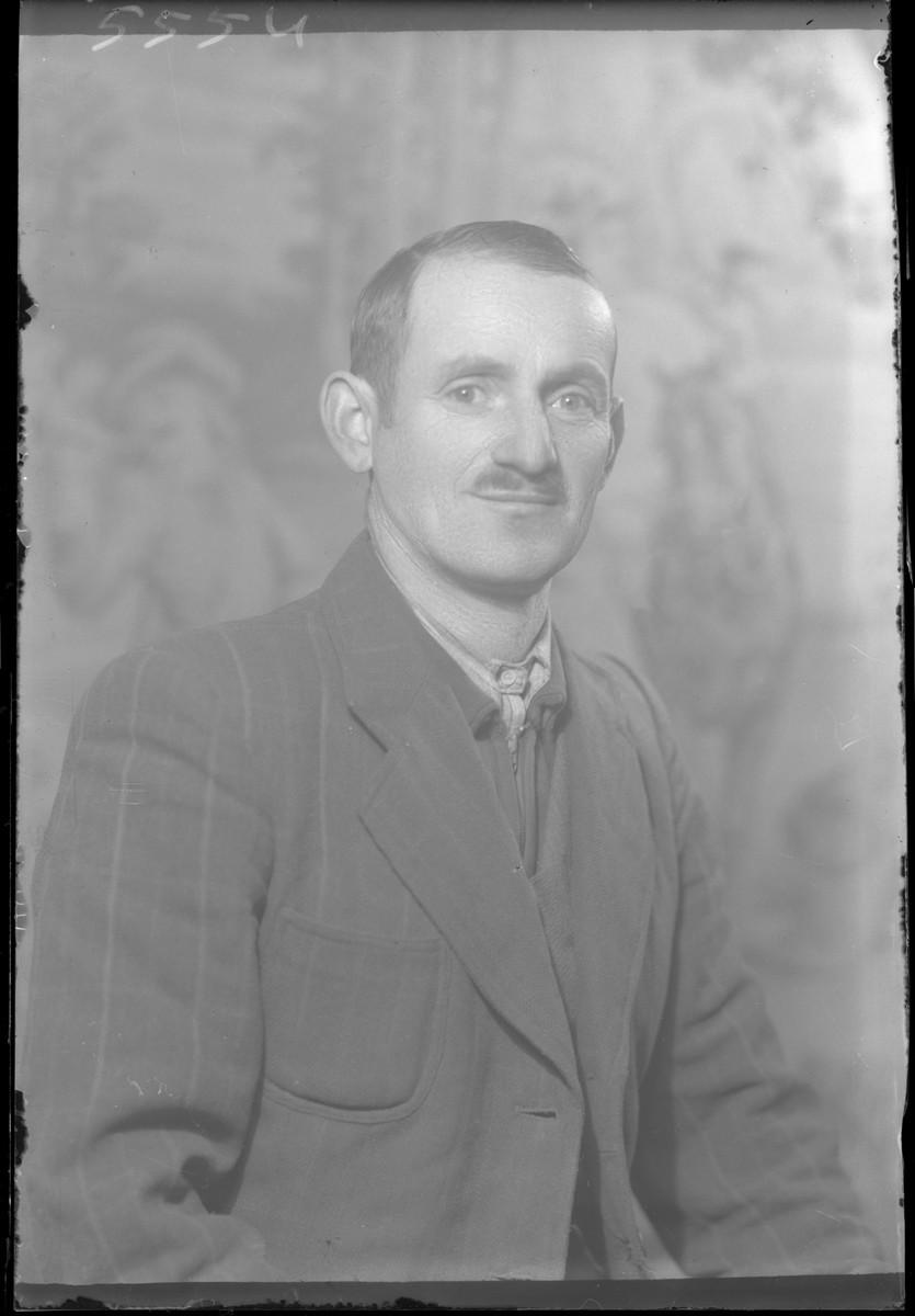 Studio portrait of Lajos Mozes.