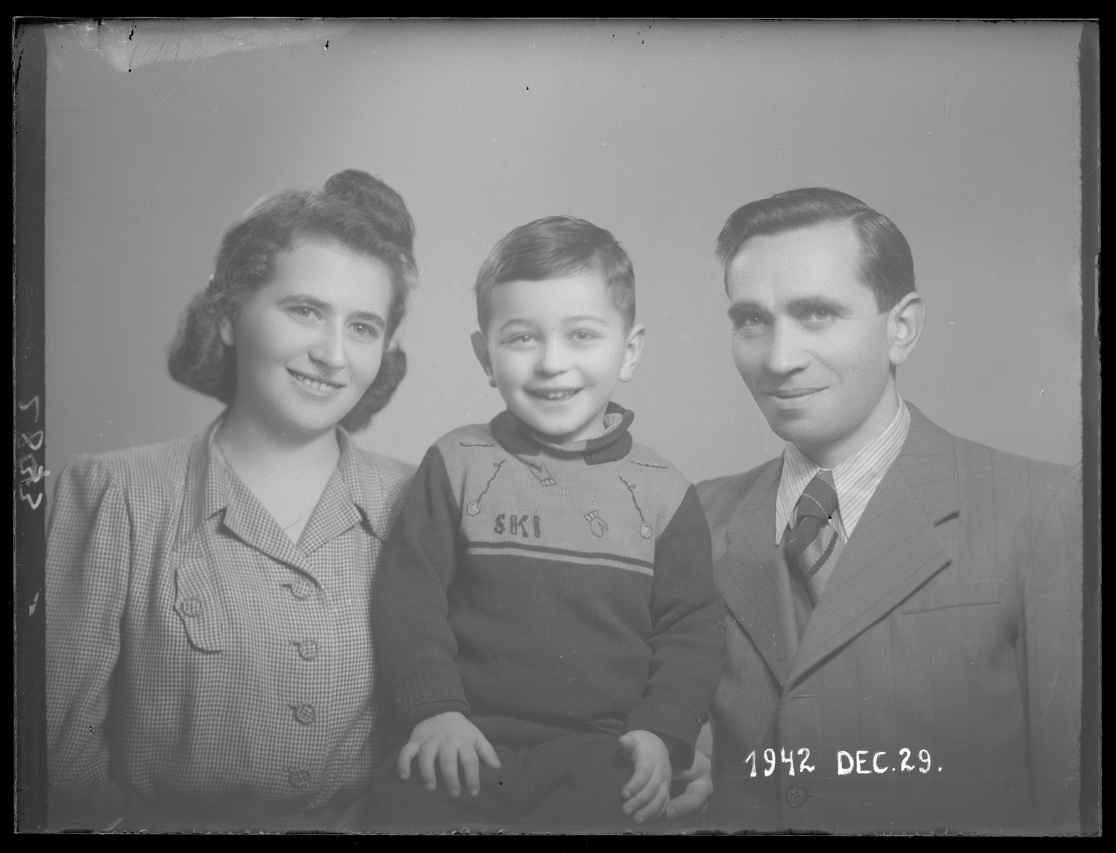Studio portrait of Samuel (Shimku) Klein with his first wife, Ruki, and their son, Hershel.