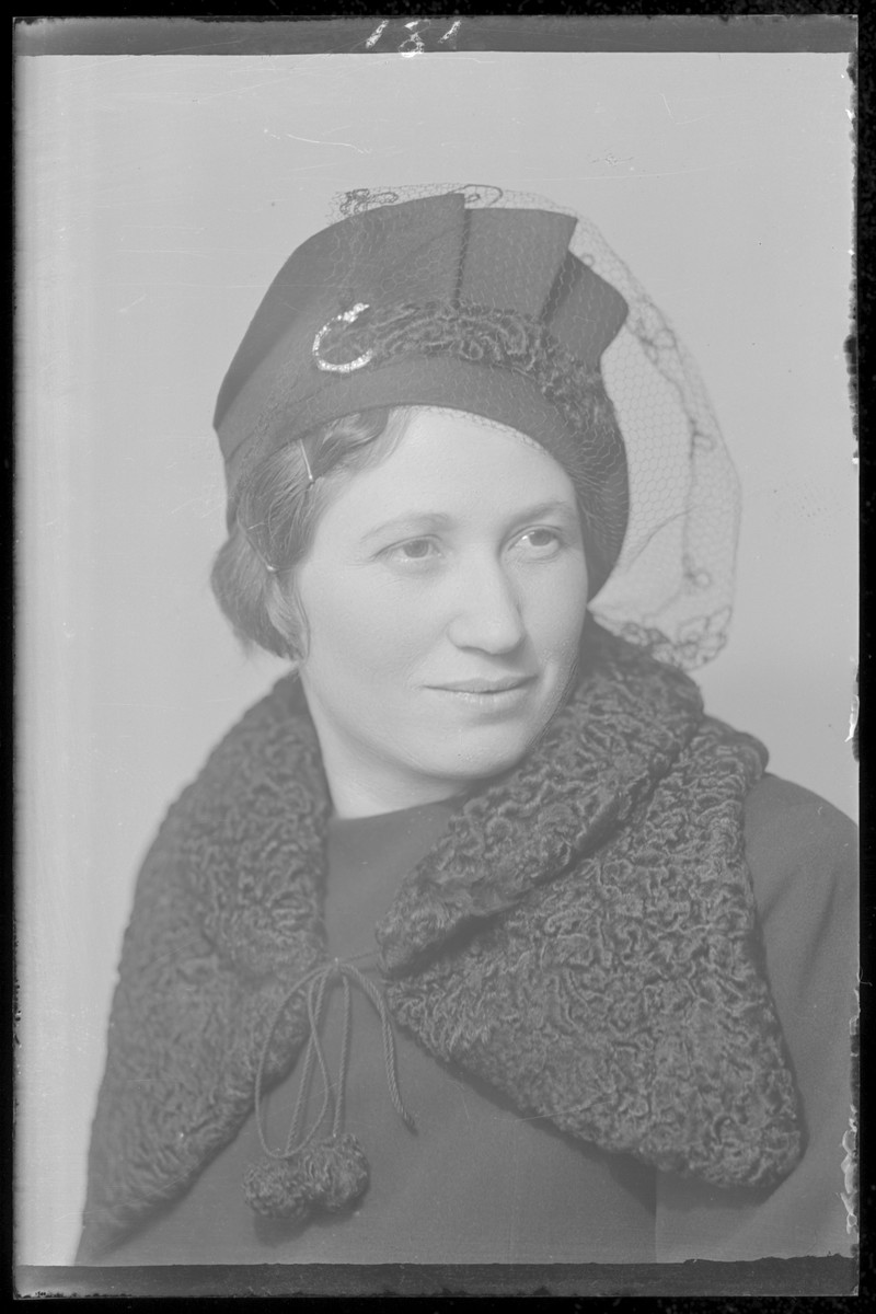 Studio portrait of  Yolan (Rosenfeld) Leibovitz  (the wife of Victor Leibovitz). She was also the sister of Matei Rosenfeld, Izsak Rosenfeld and Anton (Ancsi) Rosenfeld.  She perished in Auschwitz in 1944.