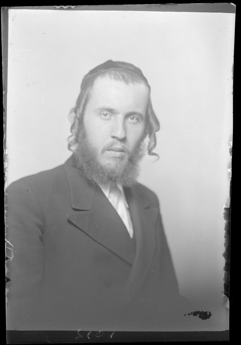 Studio portrait of Bernat Laufer.