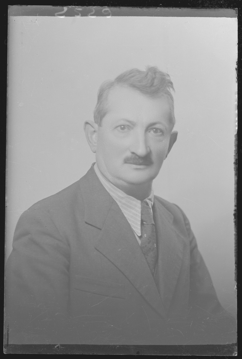Studio portrait of Abraham Lovi.