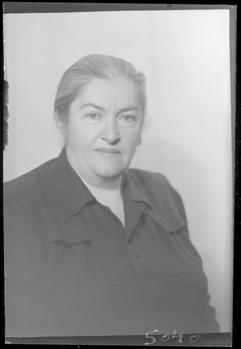 Studio portrait of Martonne Mozes.