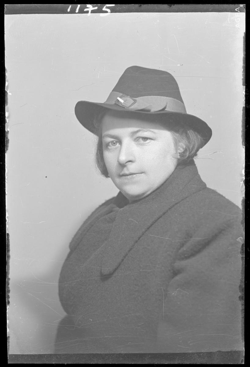 Studio portrait of Mrs. Markovits.
