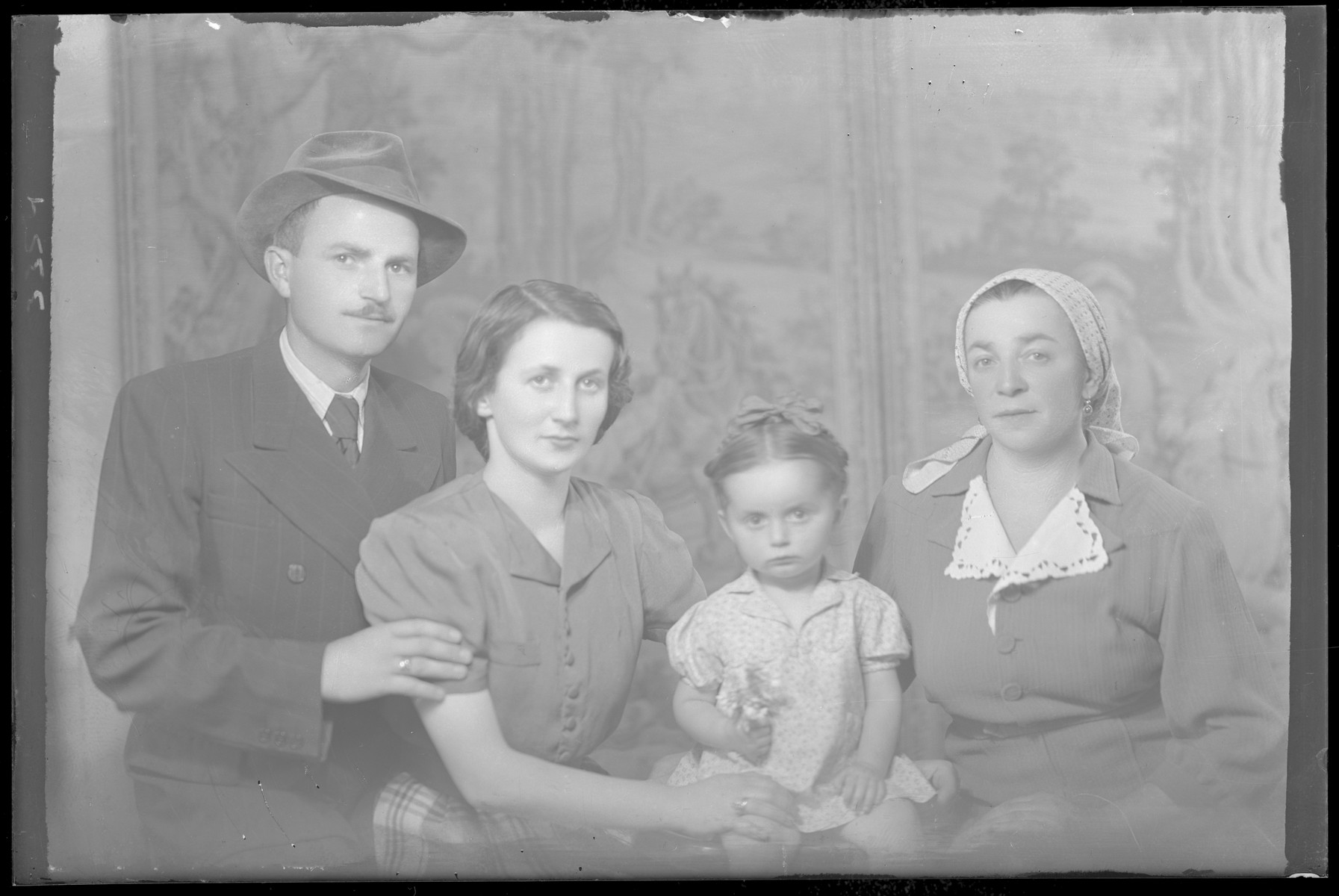 Studio portrait of the family of Dezse Lowi.