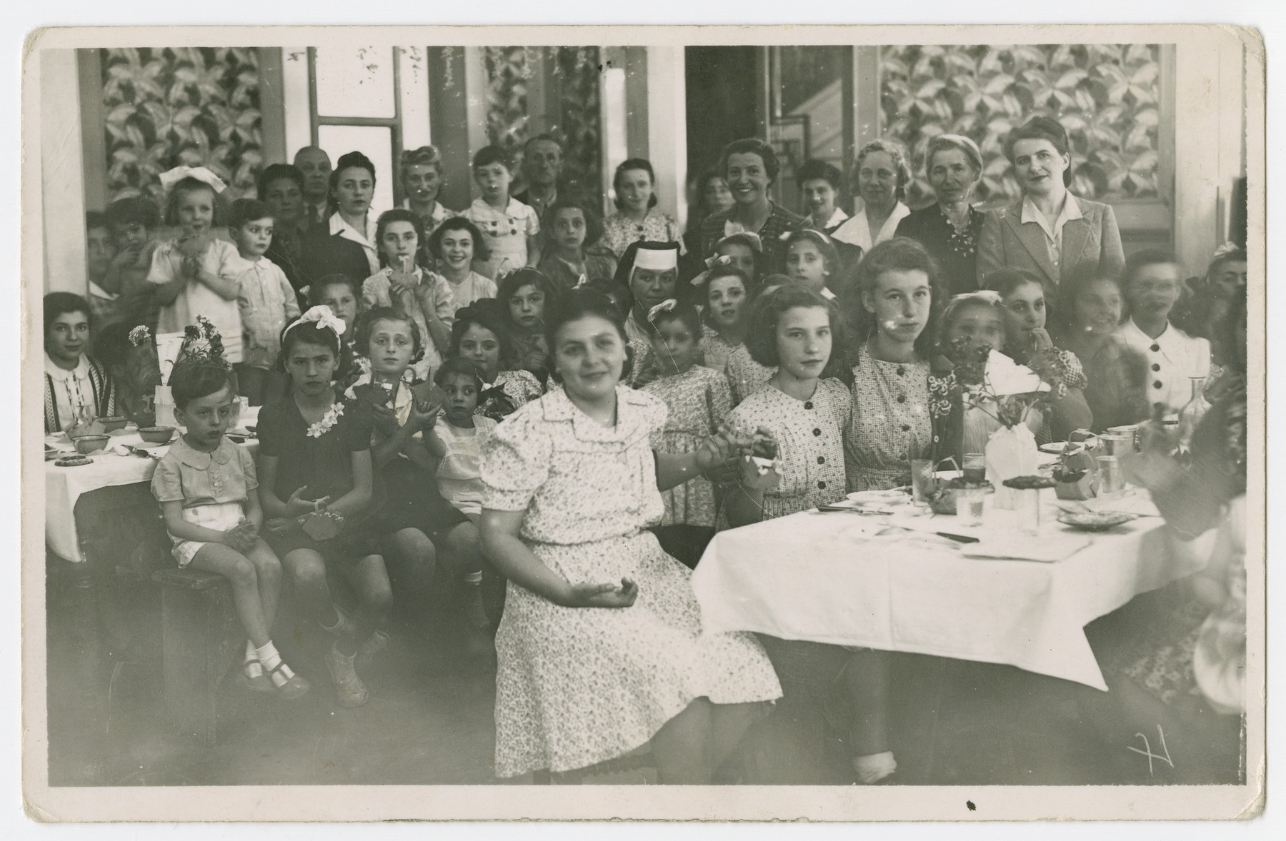 Women and children gather in the dining hall of the Vittel internment camp.  Those pictured include Oskar, Anna Rosalja, Regina, Szyja, Stefanja, Henryjk, Salomon Isak, Madka Feigel, Bernard and Regina.