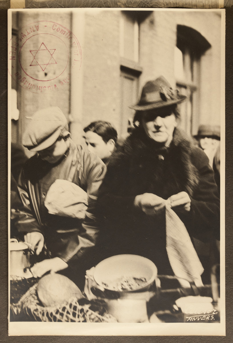 A woman receives food from the Jewish Refugee Aid Committee of Antwerp.