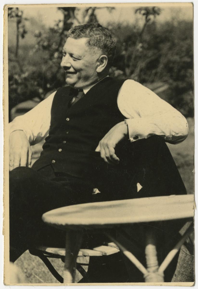 Moritz Gans sits in his garden.