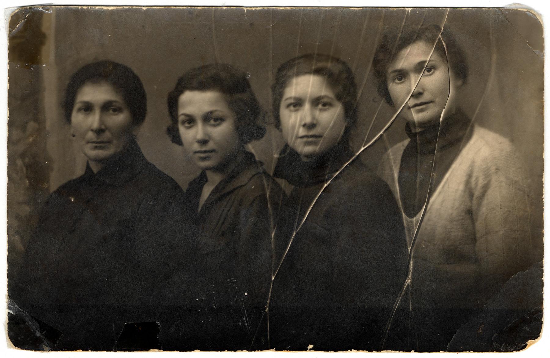 Studio portrait of the four Rosenthal sisters.  Left to right Gittel Liebermann, Hela, Shaindel and Rywka.