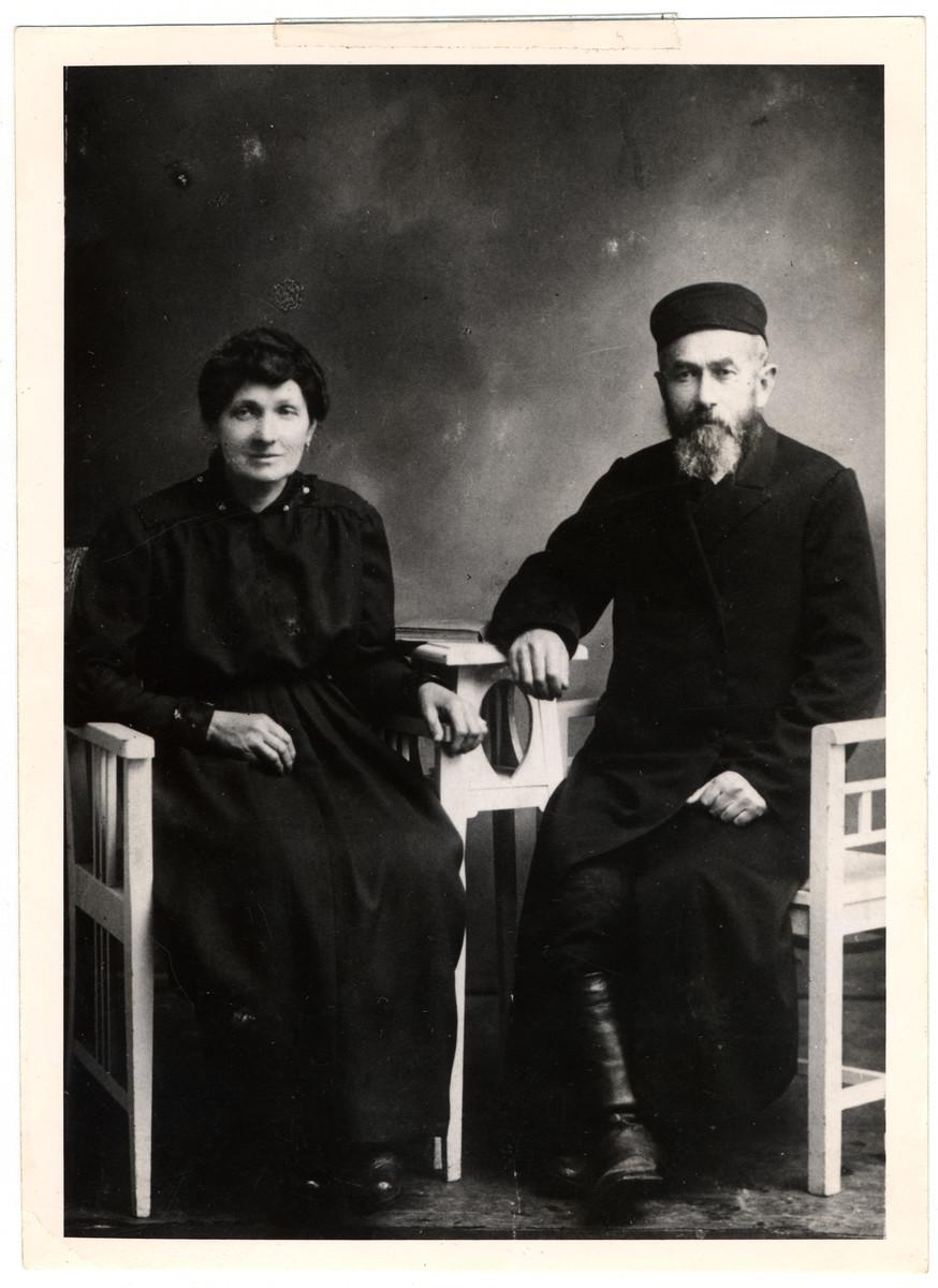 Studio portrait of Mayer Hersh Rosenthal and Beila Brandel Rosenthal (grandparents of the donor).