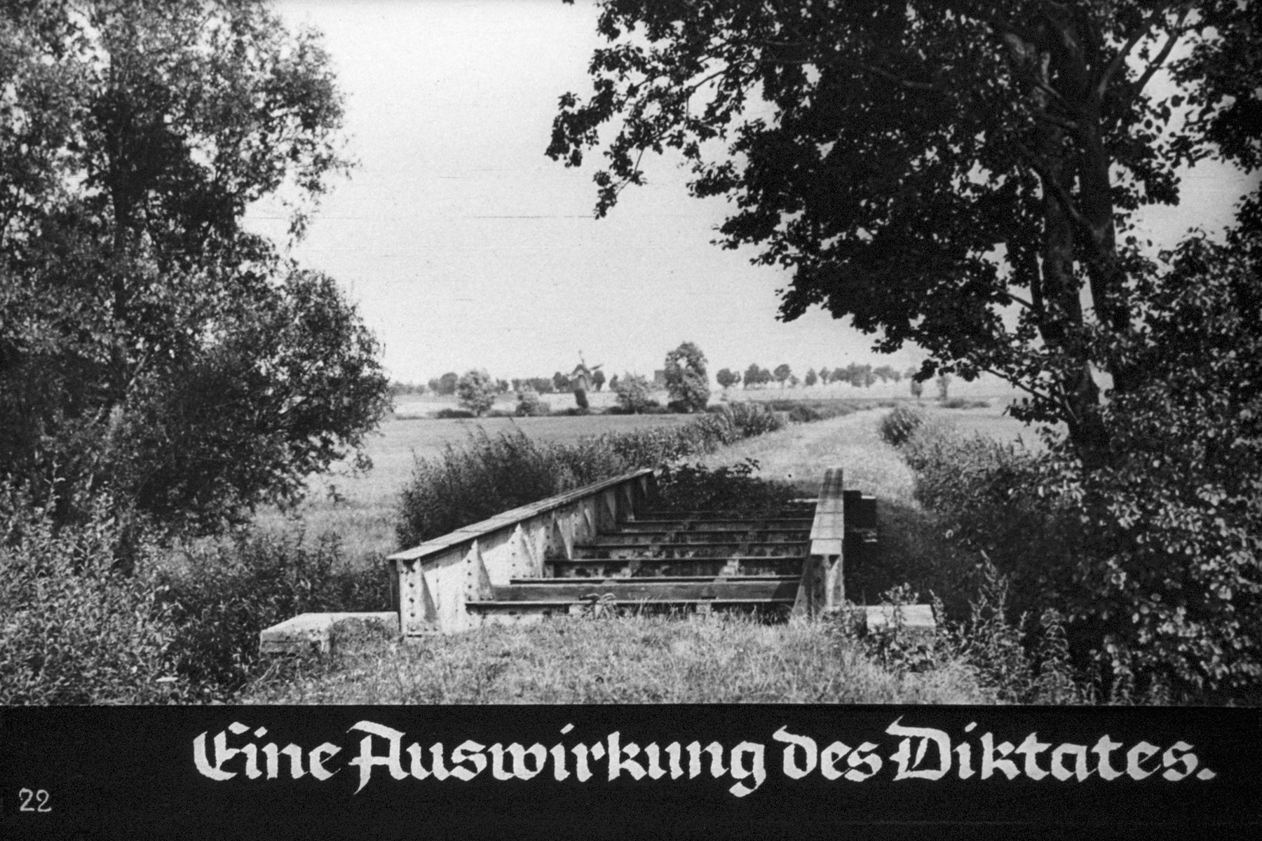 """23rd Nazi propaganda slide from Hitler Youth educational material titled """"Border Land Upper Silesia.""""  Eine Auswirkung des Diktates. // One effect of the edict."""