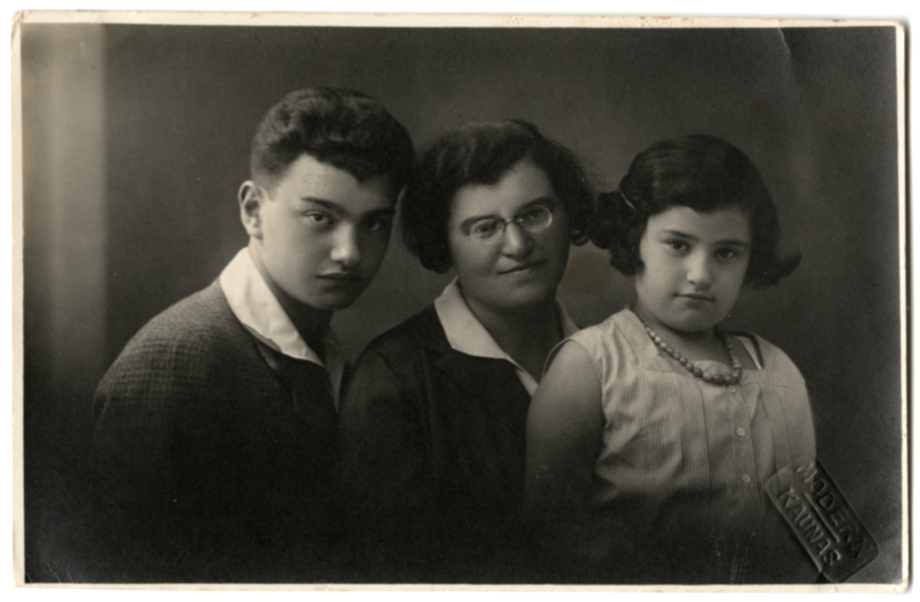 Portrait of the Elkes family in prewar Kaunas.  Miriam Elkes is flanked by her two children, Joel and Sarah.