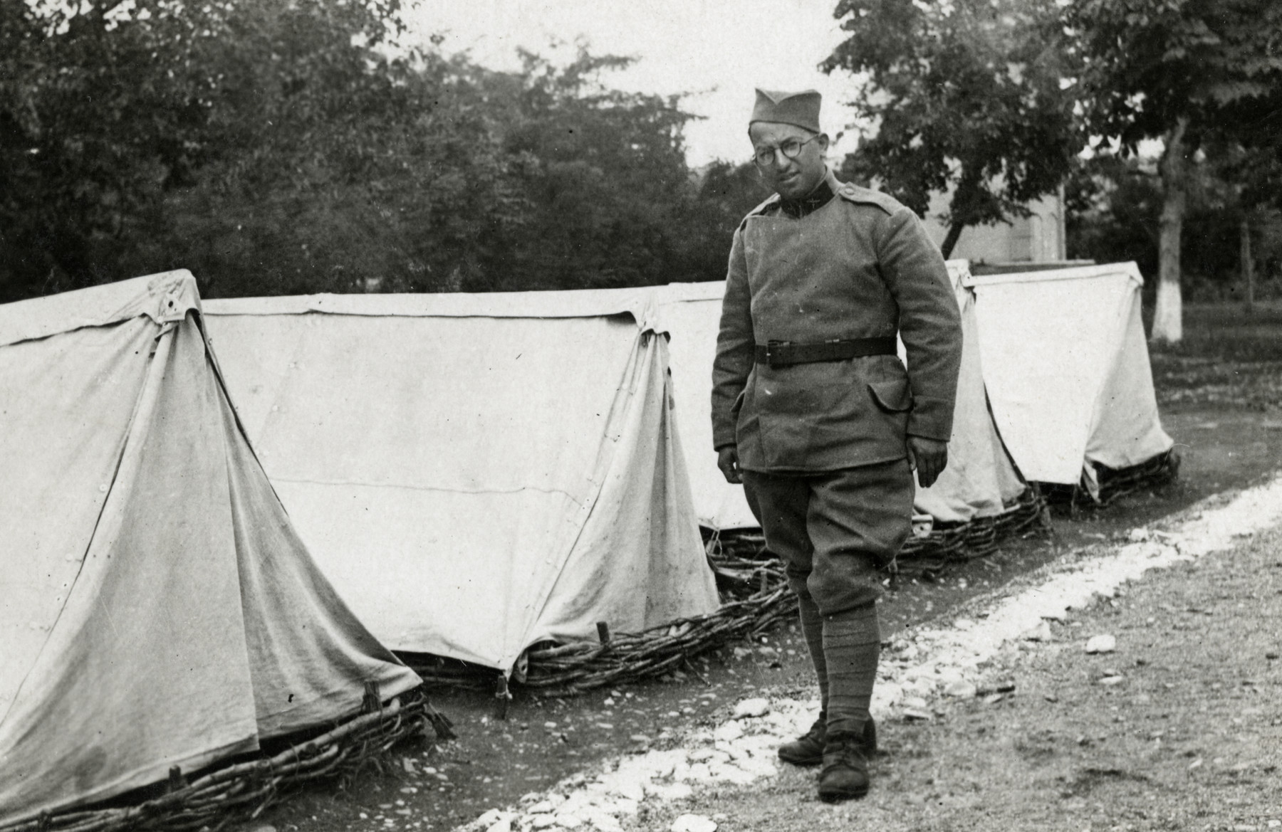 Moise Cassorla (father of the donor) poses in front of a row of tents, in an army uniform.