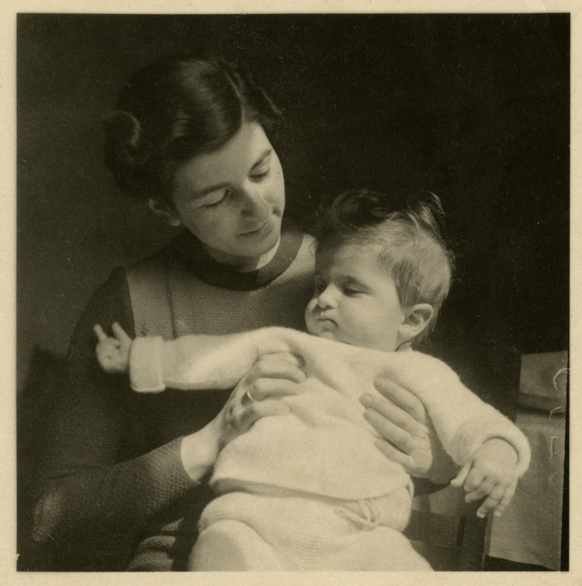 Edith Heller holds her baby daughter, Ruth in their home in Vienna.