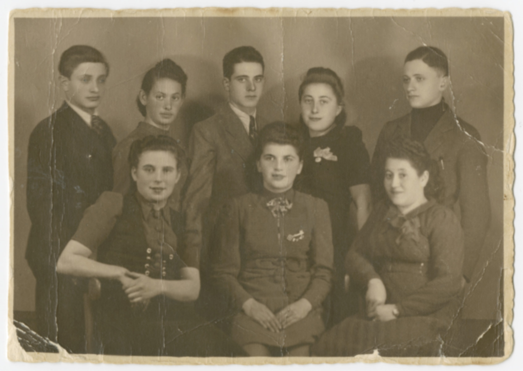 Group portrait of young adult members of the Rosenzweig family in prewar Sosnowiec and probably their friends  Anna Genzels is pictured in the center and David Rosenzweig is standing behind her.