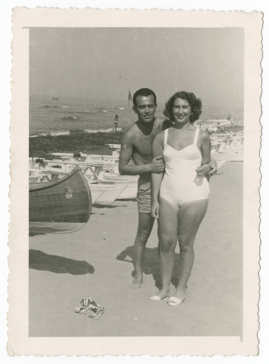 Simon and Greta Beer pose on a beach in postwar Italy.
