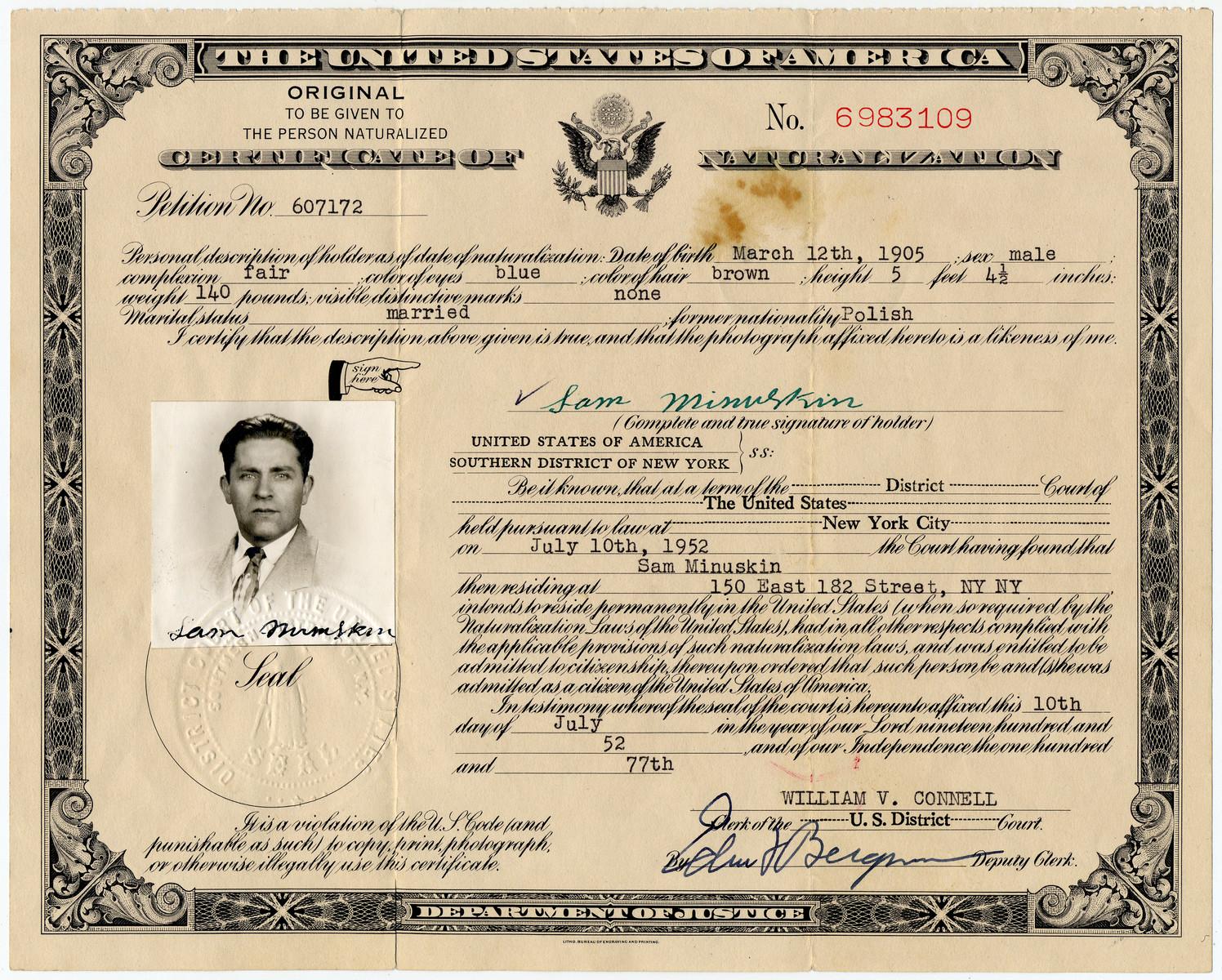 Certificate of Naturalization issued to Sam Minuskin.
