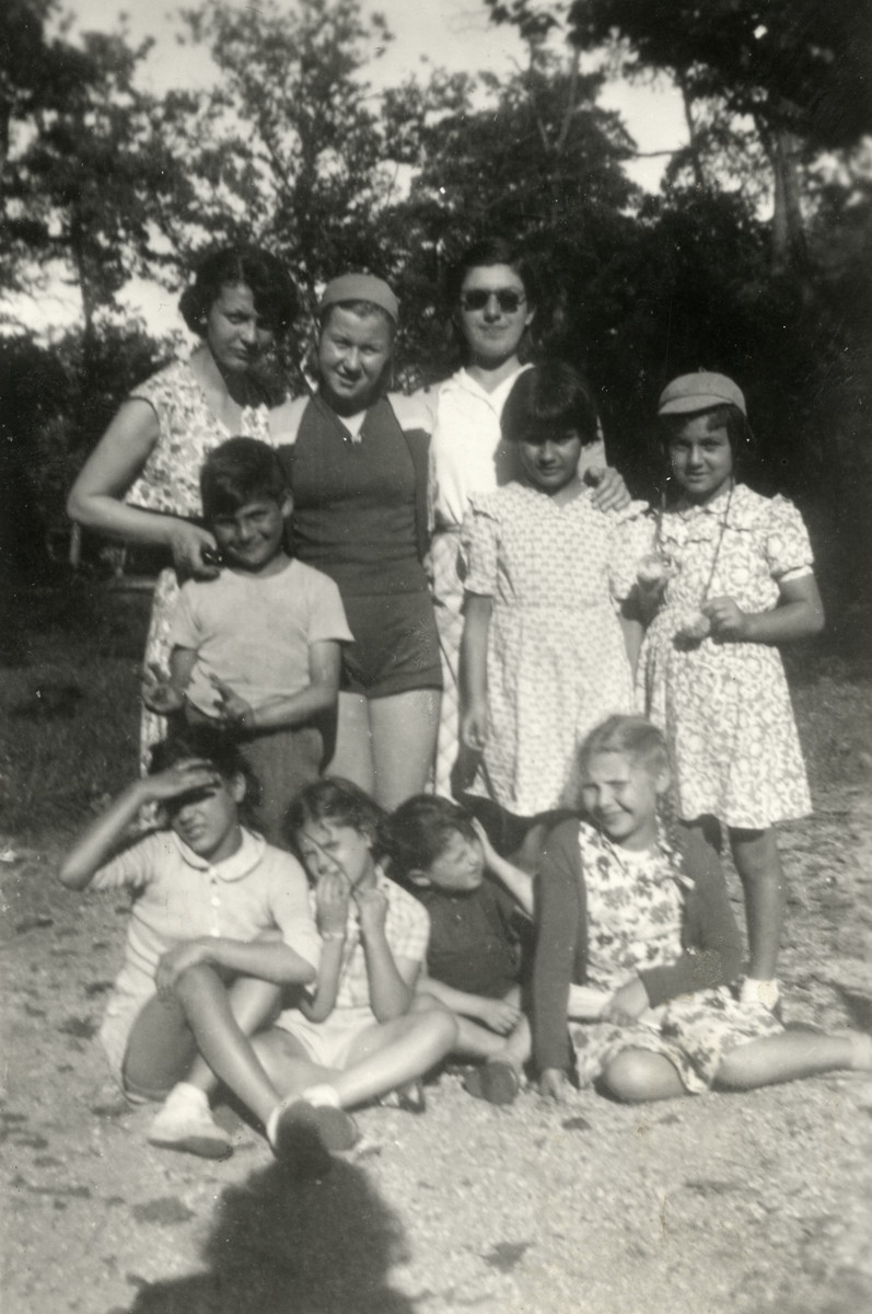 Children from the Haguenau children's home go for a day trip.  Camille Romano is standing at the top left.  Avigayil (a Dutch Jew) is standing at the top right.