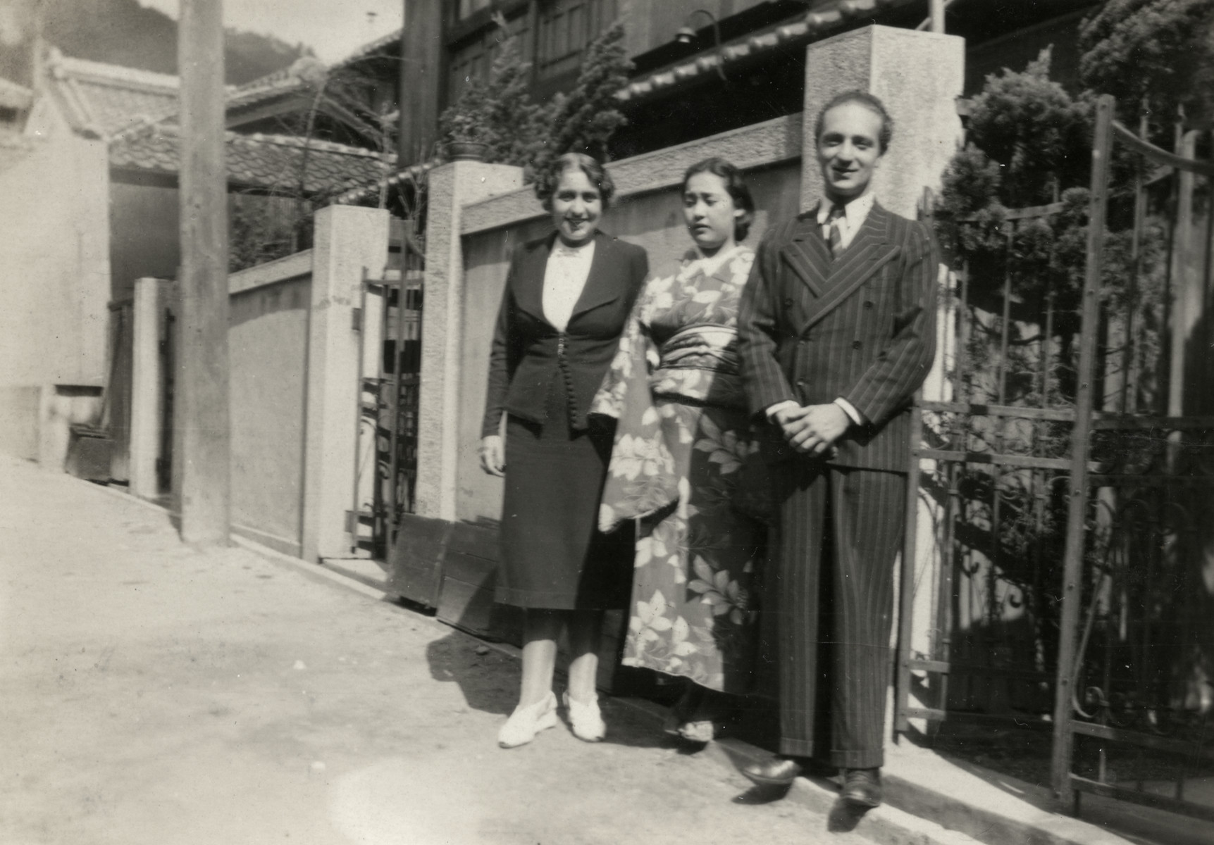 Kurt Marcus poses with his aunt Erne Rosenbaum and a Japanese woman in Kobe.