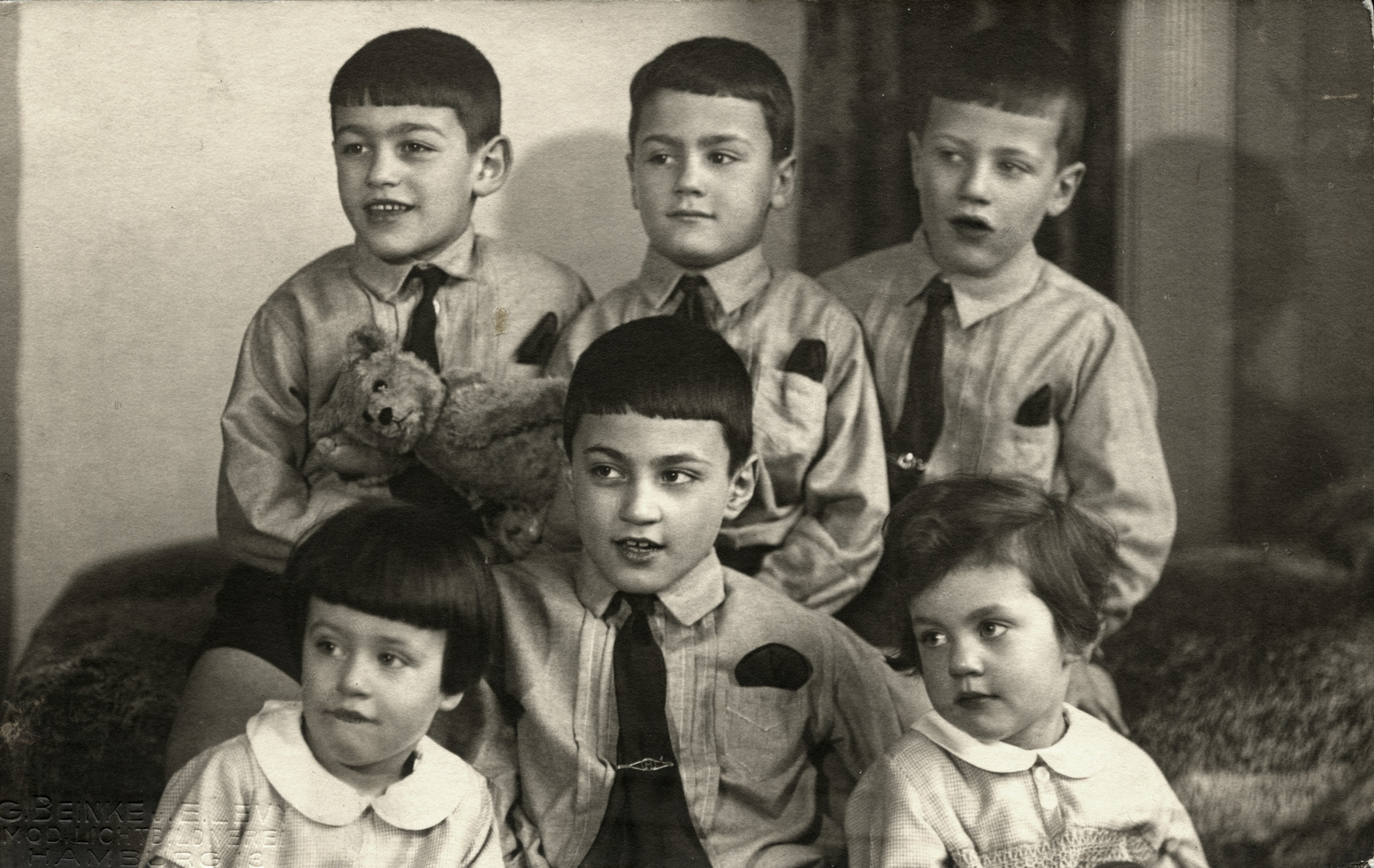 Portrait of the six oldest Emanuel sibilings, Elchanan, Shlomo, Yona, Shmuel, Baruch and Bella.