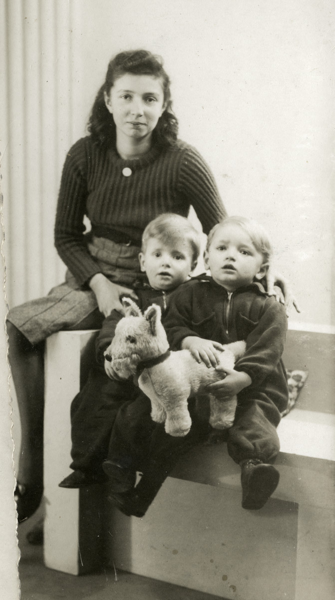 Studio portrait of three Jewish cousins in The Netherlands.  The older girl, Ester Fried immigrated to the United States shortly afterwards to join her parents.  The two young boys, Jankel Zuckerkandel (right) and Chajim Monderer (left) were both murdered in Sobibor.