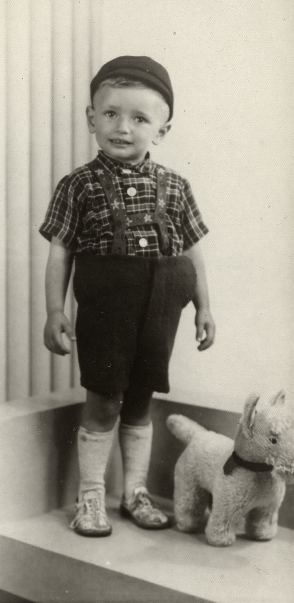 Studio portrait of Jankl Zuckerkandel, a first cousin of the donors.  He perished in Sobibor at the age of three.