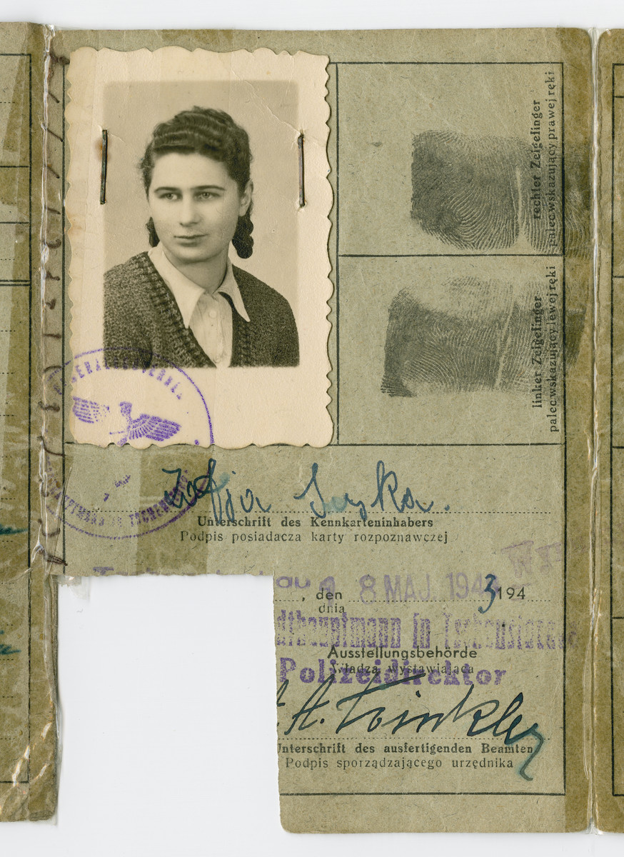 Close-up of false identificaton card issued to Danka Perelmuter under the alias Zofia Suska.