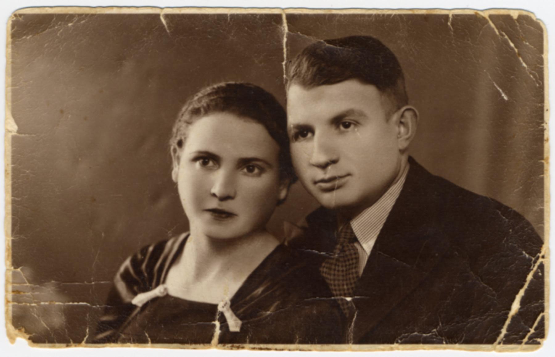 Studio portrait of Abraham and Hinda Necha Shulman.