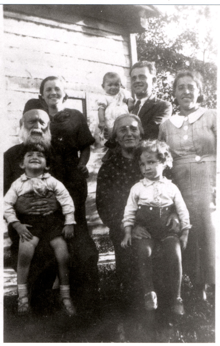 Group portrait of the Rosenbaum family in prewar Drohiczyn.  Standing left to right are Zlata Riva Rosenbaum (Grynblatt), Menachem Rosenbaum holding baby Henye and Chaieh Gutah Leah Rosenbaum Taumtschen.  Seated left to right are Aron Rosenbaum holding Menachem's Yosef and Chana Malka P. Rosenbaum holding Guta Leah's Yakov Leib.