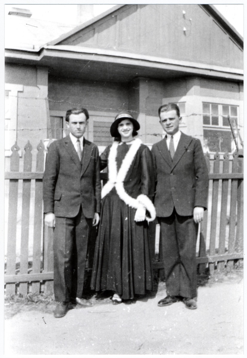 Members of the Rosenbaum family pose outside a house in prewar Drohiczyn.  From left to right are Yankel Rosenbaum, Mrs. Menachem Rosenbaum and Menachem Rosenbaum.