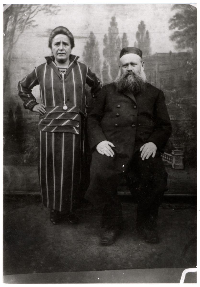 Studio portrait of Aron Rosenbaum and Chana Malka Perkovitzky Rosenbaum.
