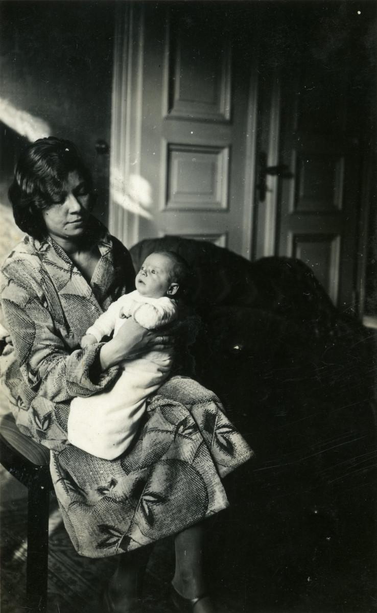 Erna Cassel holds her newborn daughter Margot.