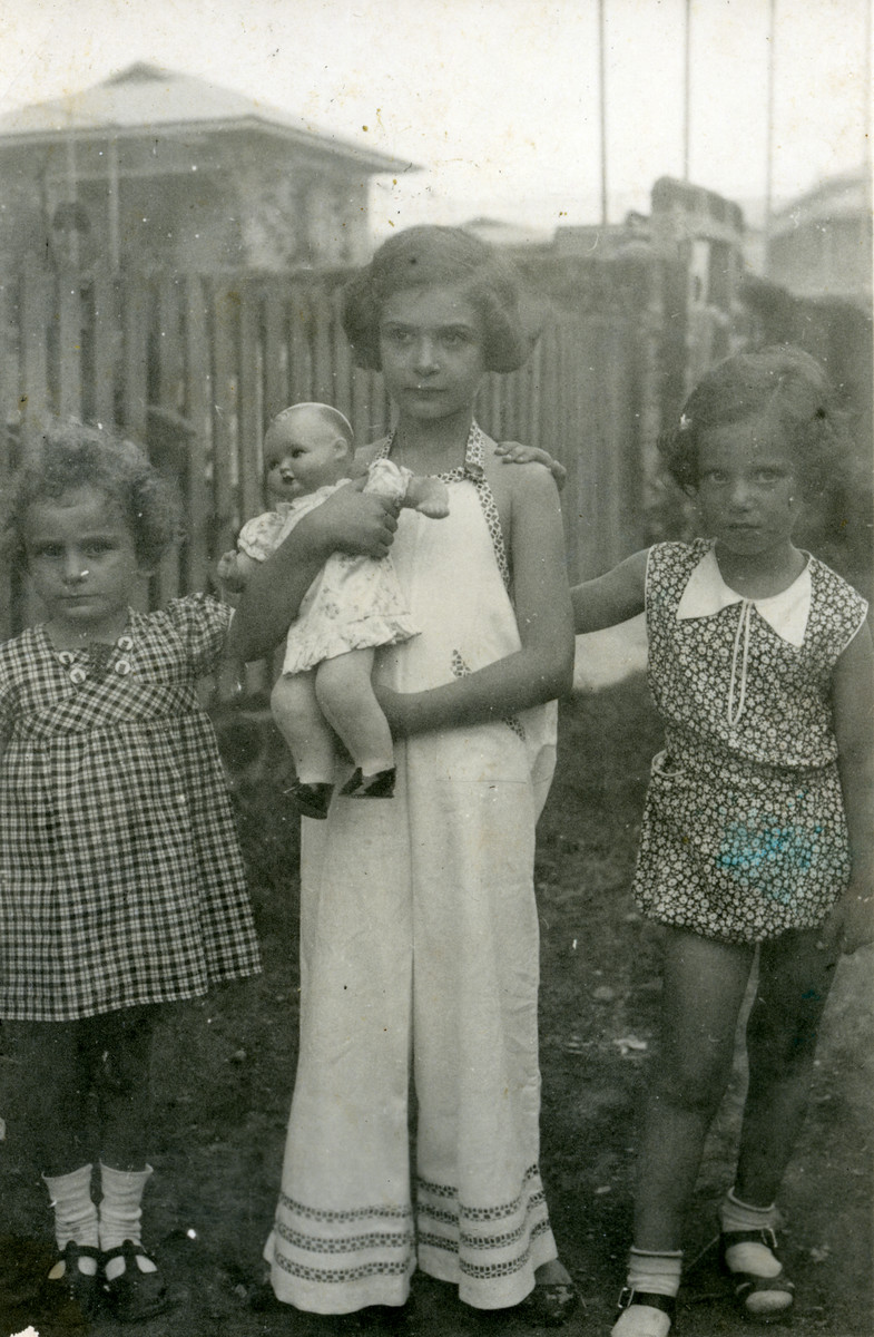 Margot Cassel poses with two other little girls shortly after arriving in Manila.  Also pictured are Beate Cassel (left) and Eva Sueskind (right).